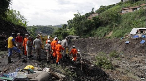 Rescue workers at site of Niteroi landslide, near Rio de Janeiro - 9 April 2010