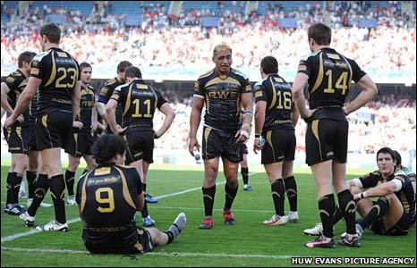 A devastated Ospreys team after the defeat to Biarritz at Estadio Anoeta
