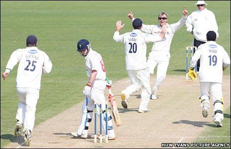 BBC Sport - Cricket - Chris Nash haul wraps up Sussex victory over