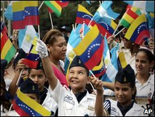 Children enjoy the Caracas parade