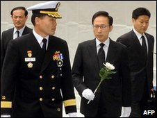 South Korea President Lee Myung-bak mourns sailors in Seoul (26 April 2010)