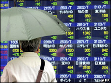 A man looks at the status of the Nikkei stock exchange in Tokyo (28 April 2010)