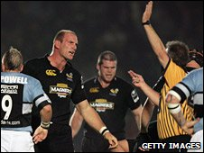 Lawrence Dallaglio in action for Wasps against the Blues