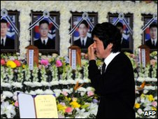 A relative of one of the dead sailors grieves at their funeral in Pyeongtaek (28 April 2010)