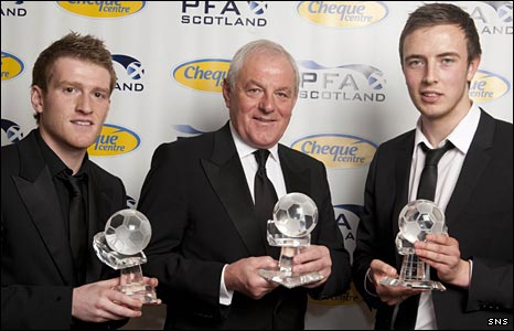 Steven Davis, Walter Smith and Danny Wilson with their awards