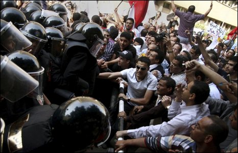 Protesters square up to riot police in Cairo (2 May 2010)