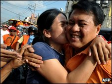 Supporter hugs Manny Villar on 13 April 2010