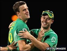 Morne Morkel (left) takes the praise