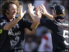 Ryan Sidebottom with Paul Collingwood