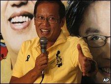 Benigno Aquino in Tarlac province, Philippines (11 May 2010)