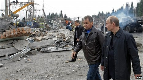 Russian Prime Minister Vladimir Putin (R) and Emergencies Minister Sergei Shoigu at the Raspadskaya mine, 11 May 2010