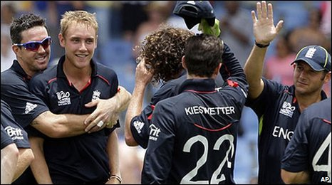 Stuart Broad gets a hug from Kevin Pietersen after claiming the big wicket of Mahela Jayawardene