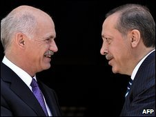 Greek Prime Minister George Papandreou (l) and Turkish Prime Minister Recep Tayyip Erdogan (r) in Athens, 14 May 2010