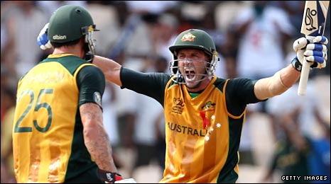 Mike Hussey (right) celebrates with Mitchell Johnson