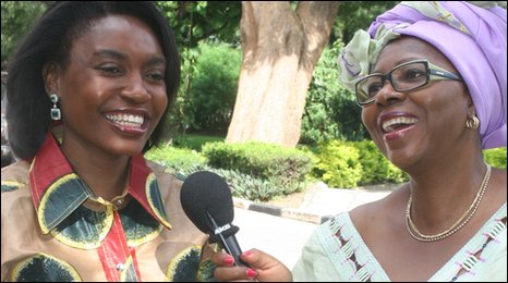 Veronique Edwards (R) talks to Thandiwe Banda of Zambia
