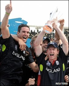 Kevin Pietersen and Paul Collingwood celebrate
