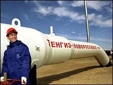 Oil worker/section of Tengiz-Novorossiisk pipeline (pic: KazMunaiGaz)
