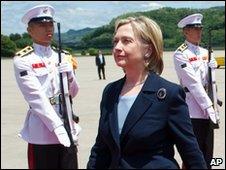 Hillary Clinton arrives in Seoul Military Airport, 26 May