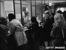 Queue at bank in 1972