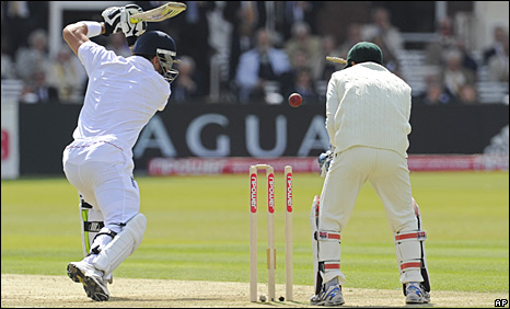 Kevin Pietersen is bowled by Shakib Al Hasan