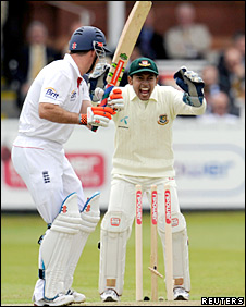 Andrew Strauss chops on to his stumps