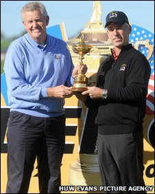 Europe captain Colin Montgomerie and US captain Corey Pavin