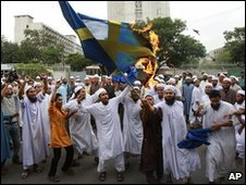 Protesters burn a Swedish flag in an anti-Facebook demonstration in Dhaka, Bangladesh (28 May 2010)