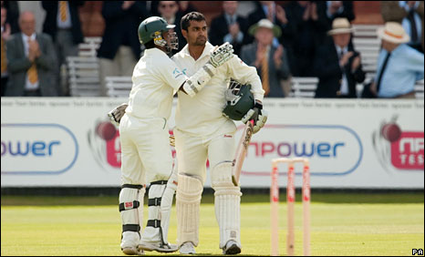 Imrul Kayes congratulates Tamim Iqbal on his century