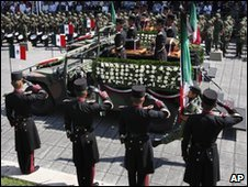 Mexican soldiers saluting dead independence heroes