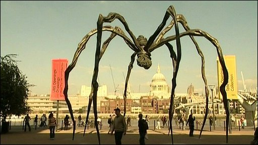 One of Bourgeois' spiders in front of the Tate Modern.