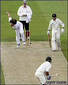 Ryan Sidebottom bowls against New Zealand in 2008