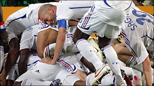 France celebrate Patrick Vieira's goal against Spain