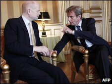 Bernard Kouchner (R) and William Hague