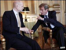 Bernard Kouchner (R) and William Hague