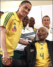 Steven Pienaar (left) shaking hands with Nelson Mandela