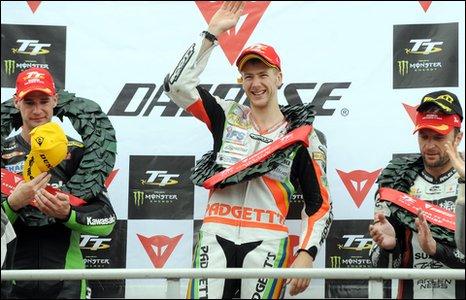 Ian Hutchinson celebrates his Senior TT win with Ryan Farquhar (left) and Bruce Anstey