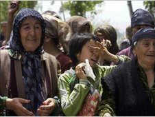 Ethnic Uzbek refugees wait for permission to cross the Kyrgyz border into Uzbekistan on 16 June, 2010.