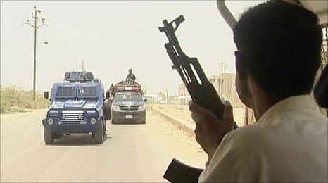 Karachi police in armoured convoy