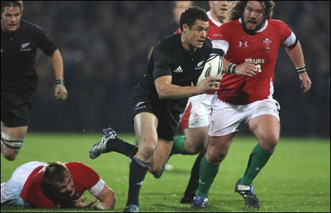 Fly-half Dan Carter scored 27 points for New Zealand in Dunedin