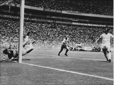 Gordon Banks saves from Pele