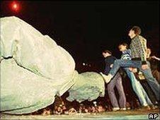 Dzerzhinsky statue being torn down and stamped on - December 1991