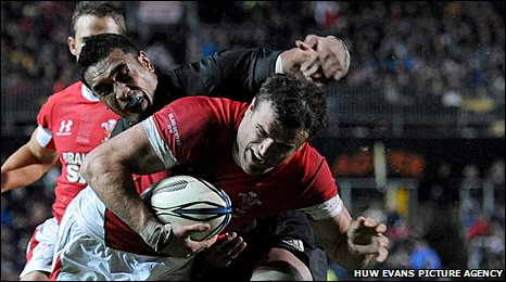 Jamie Roberts goes over for Wales' try