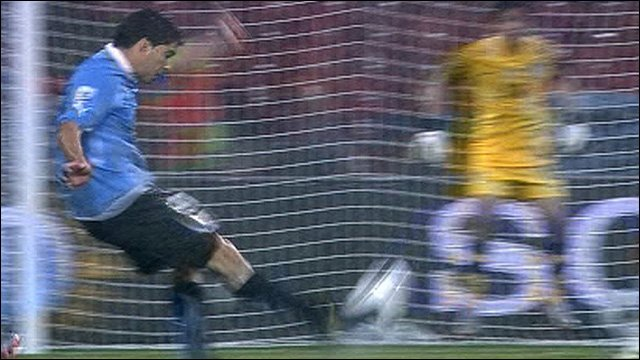 Luis Suarez scores Uruguay's second