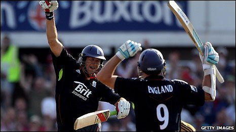 Tim Bresnan seals victory for England
