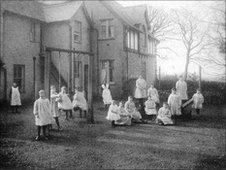 Girls playing in the garden of Cartref Bontnewydd in 1908