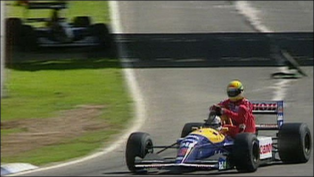 Nigel Mansell gives rival Ayrton Senna a life back to the pits