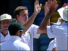 Paceman Morne Morkel (centre) takes the plaudits