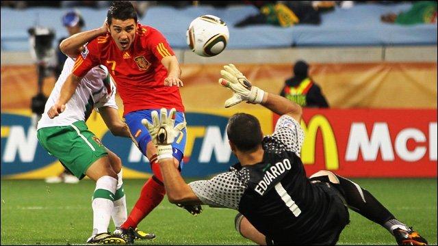David Villa scores for Spain