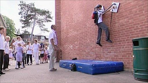 Hibiki Kono climbing walls
