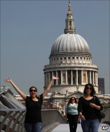 Tourist waves in front of St Paul's Cathedral